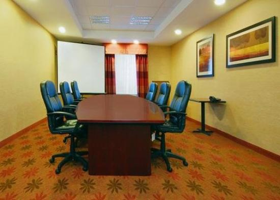 Comfort Suites Salem: Meeting Room