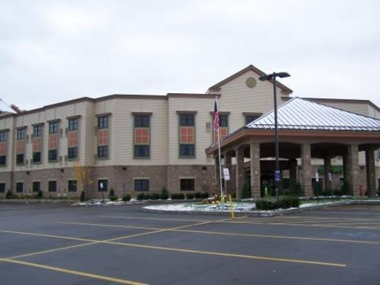 Chautauqua Suites, Meeting & Expo Center: Exterior View - Front