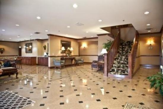 Mountain Inn & Suites: Lobby