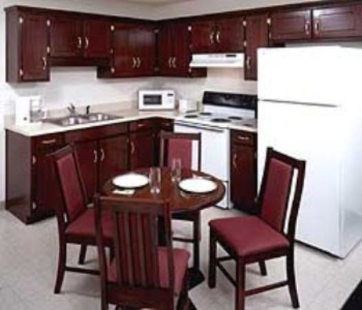 Douglas Inn &amp; Suites: Kitchen Cl