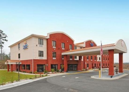 Comfort Inn &amp; Suites: Exterior