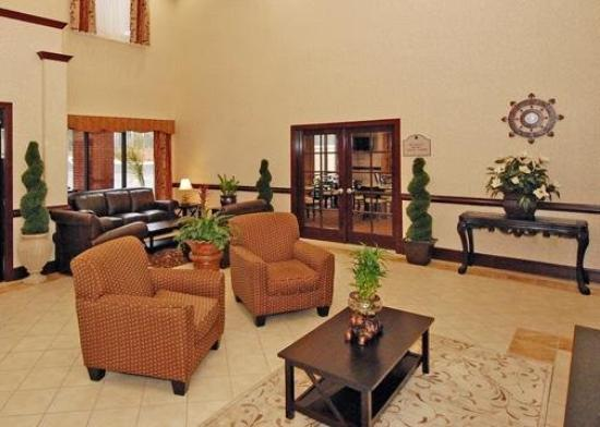 Comfort Inn &amp; Suites: Lobby