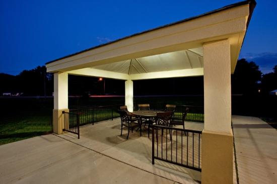 Candlewood Suites Chesapeake/Suffolk: Relax & retire for the day at our cozy Gazebo!