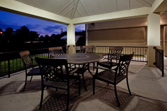 Candlewood Suites Chesapeake/Suffolk: Chill out or cook out in our Gazebo!