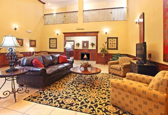 Holiday Inn Express Hotel & Suites Clarksville: Hotel Lobby