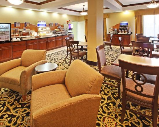 Holiday Inn Express Hotel & Suites Clarksville: Breakfast Area