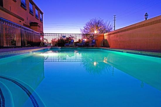 Holiday Inn Express Hotel & Suites: Swimming Pool