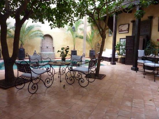 Riad du Petit Prince: courtyard with pool