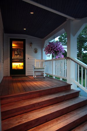 Maple Hill Farm Inn: Our front door beckons you.