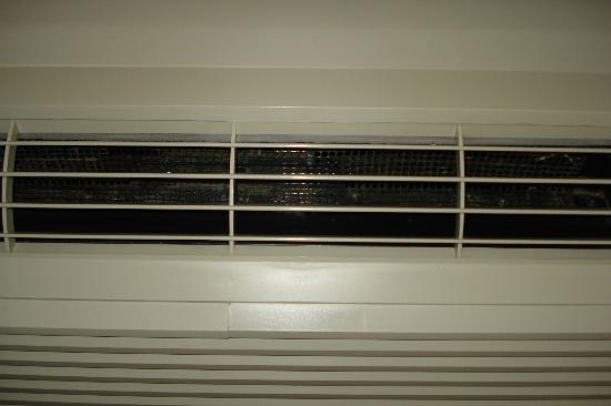 Holiday Inn Express Breaux Bridge (Lafayette Area): Dusty A/c vent