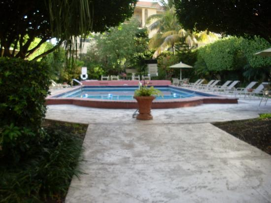 The Mantell Plaza: Pool area