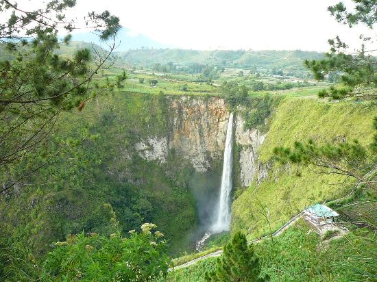 North Sumatra, Indonesi: Sipiso piso waterfall