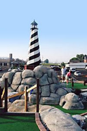 Water's Edge Mini-Golf