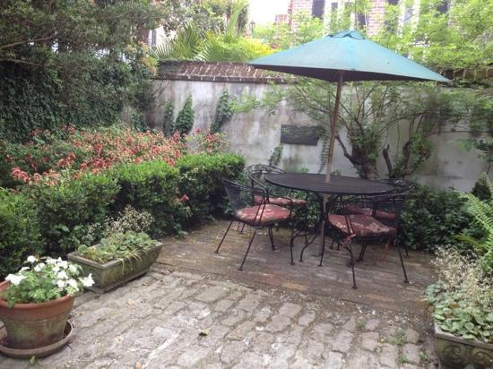 Garden sitting area. - Picture of Middleton Family Bed and ...