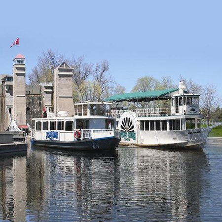Liftlock and The River Boat Cruises