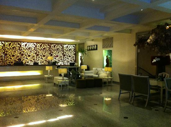 J Boutique Hotel: Lobby