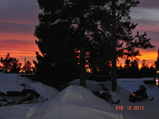 Pine Shadows Motel: OUR LAST NIGHT - EVEN MOTHER NATURE GAVE US A GREAT SEND OFF..........