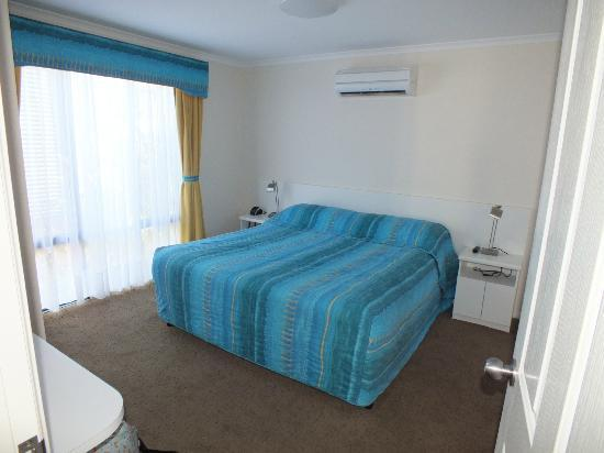BIG4 Beachlands Holiday Park: Master bedroom