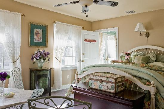 Annabelle Bed and Breakfast: Morning Glory Suite