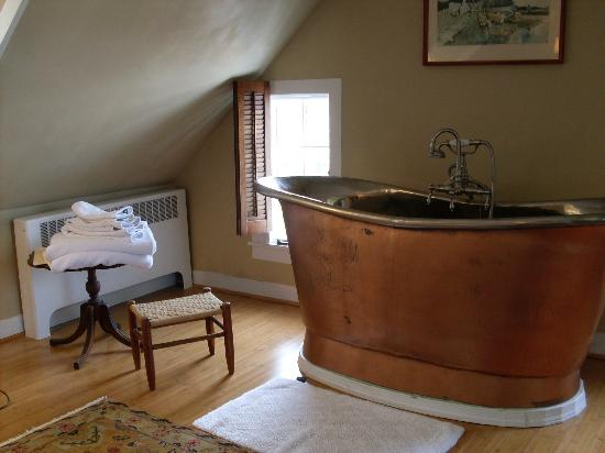 Hambleton Inn: Bath in the Michener Suite