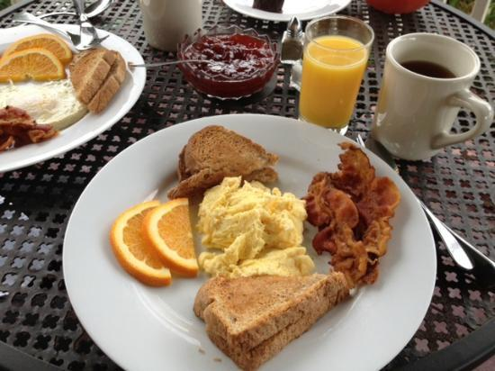 Elysian Fields Inn: Yummy breakfast