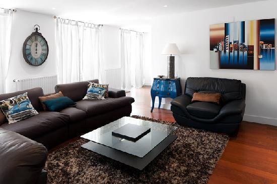 Lisbon Rentals Chiado: 2 Bedroom Apartment