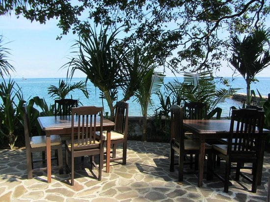 1000 Dream Bungalow - Lovina: Restaurant with the ocean view