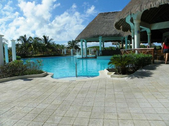 Grand Palladium White Sand Resort &amp; Spa: white sands pool