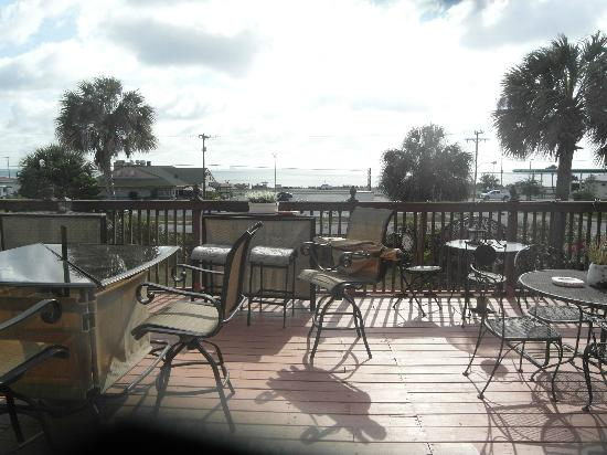Casa Coquina Bed and Breakfast: Deck overlooking Indian River