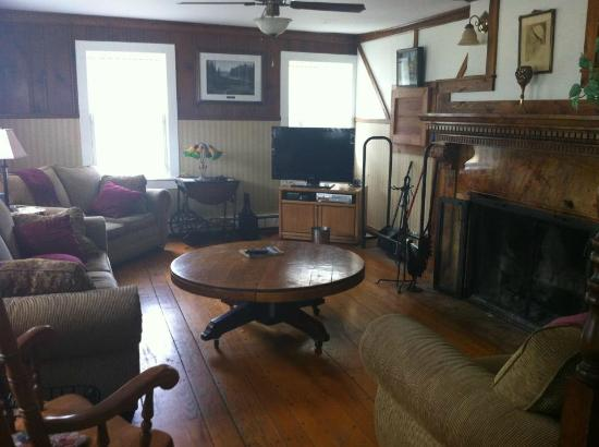 The Black Walnut Inn and Stables: Living area