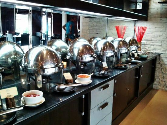 Dhevan Dara Resort & Spa Hotel: Lovely breakfast