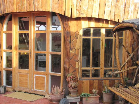 Casa Guapa de Tamuziga: New Hobbit House kitchen