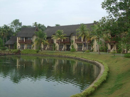 The Zuri Kumarakom: The outside view of the rooms and grounds