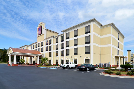 Comfort Suites Gateway: Hotel Exterior