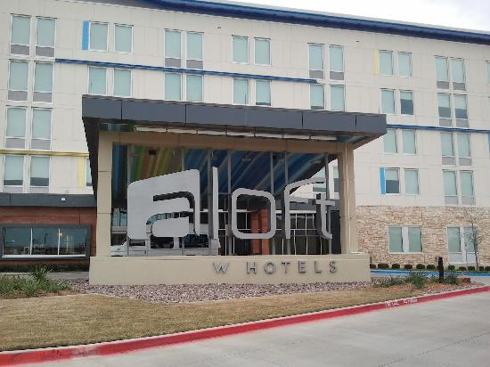 aloft Las Colinas: Exterior of the hotel