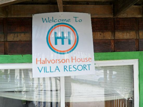 Halvorson House Villa Resort: Resort sign
