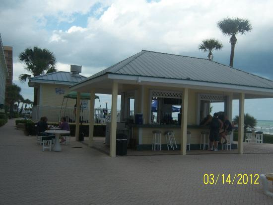 Grand Seas Resort: tiki bar