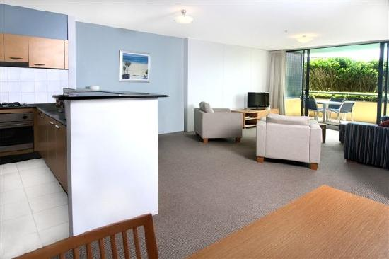 Quest Cronulla Beach: 2 Bedroom Apartment Living room