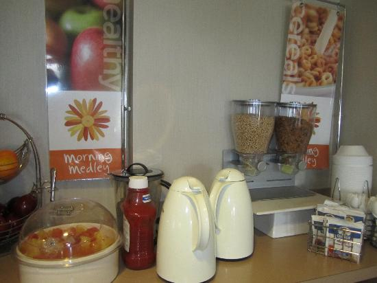 Sleep Inn: Cereal/oatmeal station