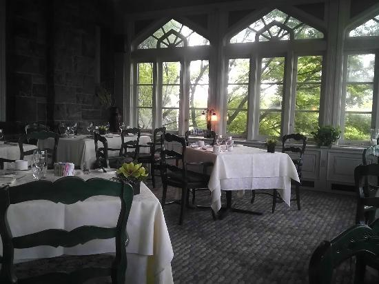 Castle on the Hudson: Windowed dining room