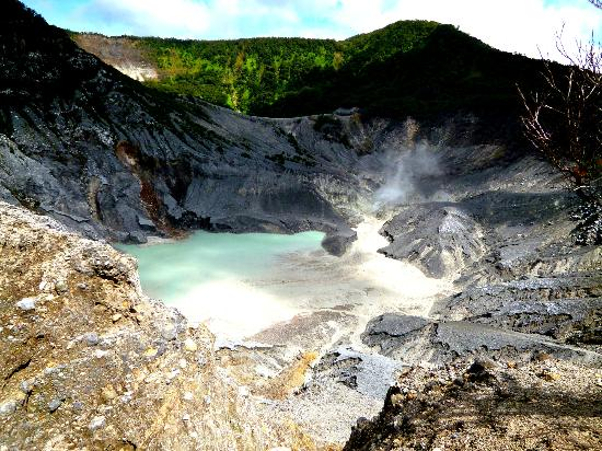 Tangkuban Perahu: The attraction