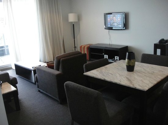 Meriton Serviced Apartments - Broadbeach: Pay TV included