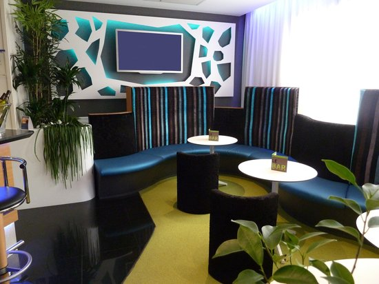 Holiday Inn Express Arras : Fully renovated bar