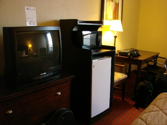 Comfort Inn University: large fridge