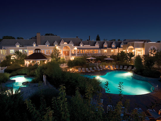 Hotel Le Bonne Entente: NAPA area at night