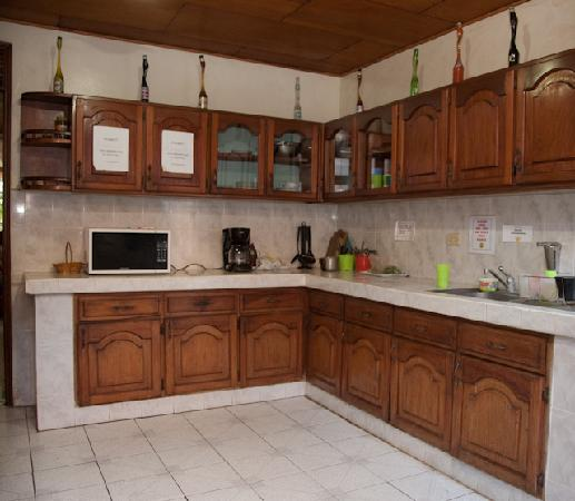 Managua Backpackers Inn: Shared Kitchen
