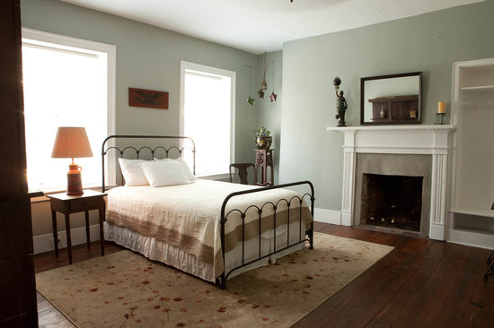 Stonehouse Bed and Breakfast: Our Gray room