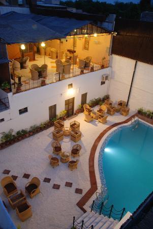 ‪‪The Marwar Hotel & Gardens‬: Pool @ Marwar‬