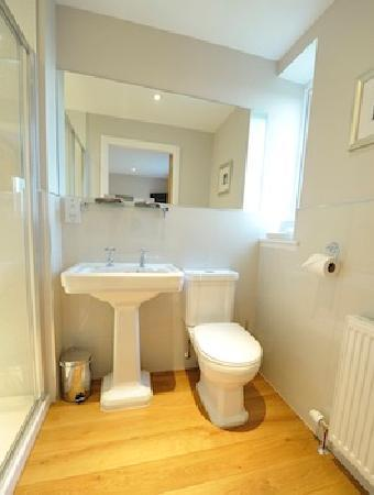Aikenshill House: en suite