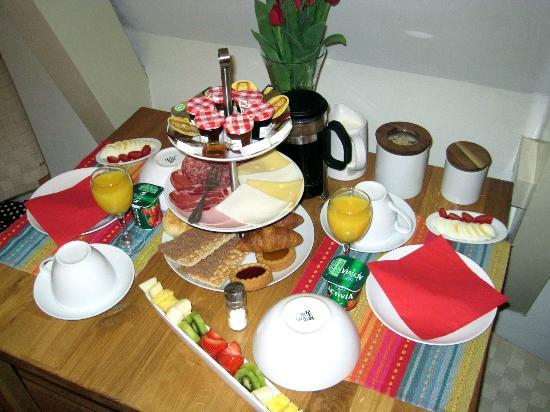 CityCenter Bed and Breakfast Amsterdam: Breakfast